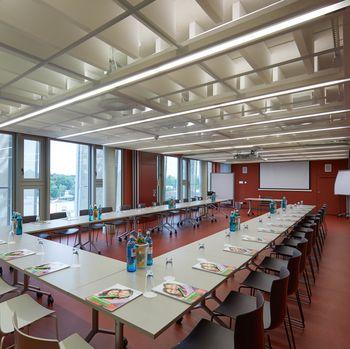 Tagungsraum Mucksmäuschen Seminarraum Tageslicht Hotel Rossi